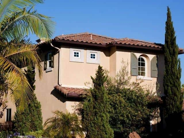 Why is stucco so popular for homes in Florida?