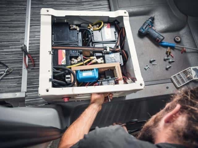 Troubleshooting a camper trailer battery that won't charge.